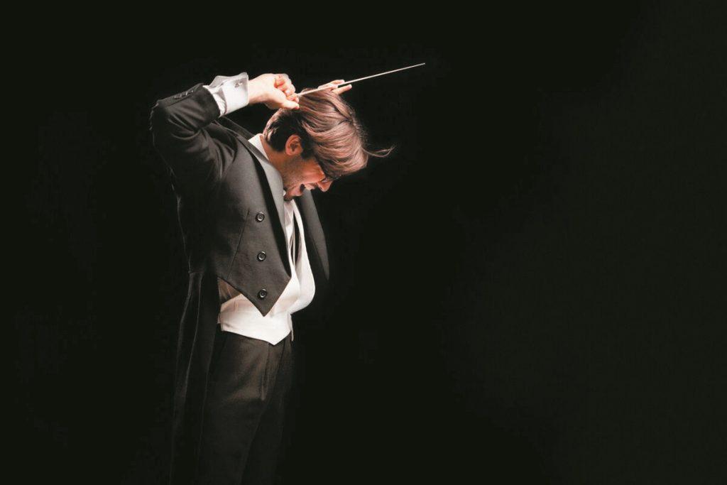 Daniel Cohen on the podium of the Tetro La Fenice Orchestra